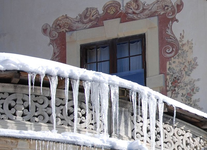 Sanaia_castle_detail_ice